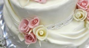 Pasteles de bodas blancos Imágenes de archivo libres de regalías