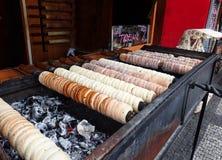 Pasteles de la comida de la calle en la plaza de Praga imágenes de archivo libres de regalías