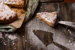 Pasteles de la empanada con las manzanas y el pudín de vainilla foto de archivo