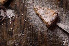 Pasteles de la empanada con las manzanas y el pudín de vainilla fotos de archivo libres de regalías