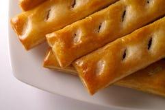 Pasteles de soplo esmaltados en un plato Foto de archivo libre de regalías