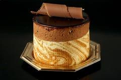 Pasteles del chocolate en fondo negro foto de archivo