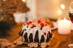 Pasteles dulces de la tradición de la torta del día de fiesta de la comida de la Navidad imágenes de archivo libres de regalías