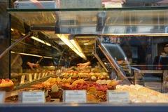 ¡Pasteles en París! Fotos de archivo libres de regalías