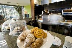 Pasteles en un café Imagen de archivo libre de regalías