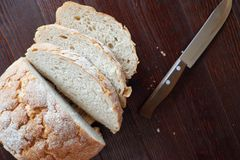 Pasteles frescos del pan redondo blanco del trigo foto de archivo