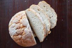 Pasteles frescos del pan redondo blanco del trigo imágenes de archivo libres de regalías