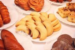 Pasteles - galletas en la tabla Fotografía de archivo libre de regalías
