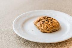 Pasteles hechos en casa de Pogaca del turco con las semillas de comino Imagenes de archivo