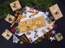 Pasteles hechos en casa y regalos hechos a mano Fabricación de regalos de Navidad imagenes de archivo