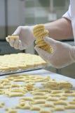 Pasteles que hacen la galleta Fotografía de archivo libre de regalías