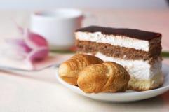 Pasteles sabrosos con el café Imagen de archivo