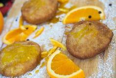 Pasteles sicilianos llenados de crema anaranjada Imagen de archivo