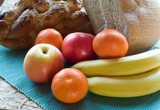 Pasteles y fruta del desayuno Imagen de archivo