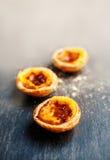 Pastelkleur DE nata, Portugees traditioneel romig gebakje Pasteis stock afbeeldingen