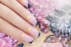 Pastelkleur roze manicure royalty-vrije stock fotografie