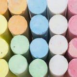 Pastell färgade kritapinnar Royaltyfri Bild