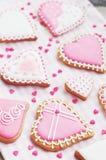 Pastell farbige Zuckerplätzchen für Valentinsgrußtag Lizenzfreie Stockfotos