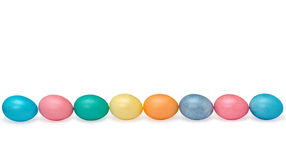 Pastell mit acht glücklicher Ostereiern gefärbt an lokalisiert Stockbilder