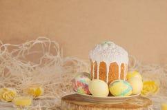 Pastell-Osterei Pastell farbige verzierte Ostereier und Ostern backen zusammen Lizenzfreies Stockfoto