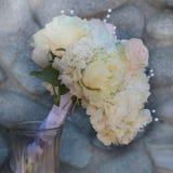 Pastell-Rosen- und Pfingstrosen-Brautblumenstrauß Lizenzfreie Stockfotografie