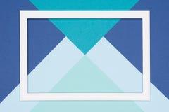 Pastellblått och turkos för abstrakt geometrisk lägenhet färgade lekmanna- pappers- bakgrund Minimalism, geometri och symmetrimal royaltyfria bilder