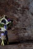 Pastellfärgad blommaordning på rost Royaltyfria Bilder