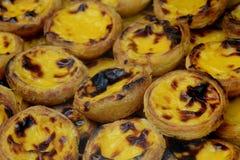 Pastellfärgad de belem, en traditionell portugisisk bakelse royaltyfria bilder