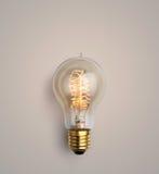 pastellfärgad ljus kula på pastellfärgad bakgrund, idérik idé för ljus kula Arkivbilder