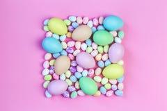 Pastellfärgade påskägg för färgrika blandade format royaltyfri fotografi