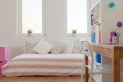 Pastellfärgat rum för skönhet för skolbarn Fotografering för Bildbyråer