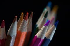 Pastelli variopinti luminosi su fondo nero Fotografia Stock