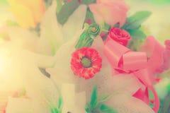 Pastello del mazzo di celebrazione delle rose della molla di disposizioni di fiori Immagini Stock