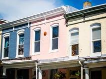 Pastellreihen-Häuser Lizenzfreies Stockbild