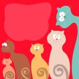 Pastelon de los gatos de familia un fondo rojo Fotografía de archivo libre de regalías