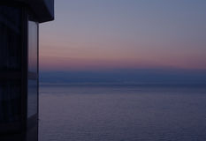 Pastelowego koloru gradacja wieczór niebo nad Adriatyckim morzem, widok od tarasu Obrazy Stock
