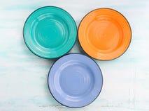Pastelowego koloru naczynia odgórnego widoku ceramiczny półkowy tło zdjęcia stock