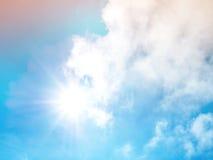 Pastelowy kolor filtrujący na niebie z słońca światłem Obrazy Royalty Free