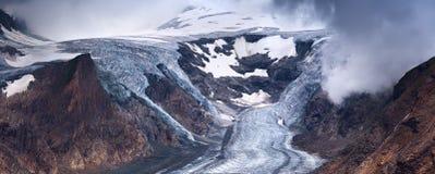 Pasterze冰川和雪在高高山山 免版税图库摄影