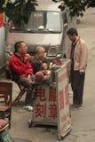 Pasti caldi del commerciante cinese per i turisti a Pechino Fotografia Stock