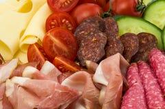 Pasti e verdure freddi sul piatto Immagine Stock Libera da Diritti