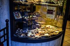 Pasticceria con i dolci italiani tipici Fotografie Stock