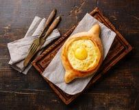 Pasticceria georgiana del formaggio di khachapuri di Ajarian immagini stock