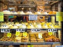 Pasticceria locale compreso il osei della polenta e a Bergamo fotografia stock libera da diritti