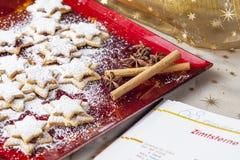 Pasticcerie di Chrismas & zucchero in polvere 3 Immagine Stock