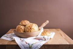 Pasticcerie dolci casalinghe su una tavola di legno Spazio libero per testo Dolci di inverno fotografia stock libera da diritti