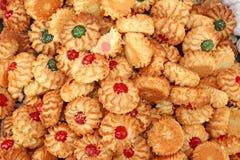 Pasticcerie e biscotti della mandorla con glassa e frutta candita per il sa fotografie stock