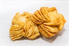 Pasticcerie fritte con la cotogna dolce e batata tipiche della gastronomie dell'Argentina fotografia stock libera da diritti