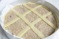 Pastiera-napoletana Italienischer Kuchen roh stockfotografie