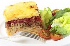 Pastitsio-Mahlzeit mit Gabel Stockfotos